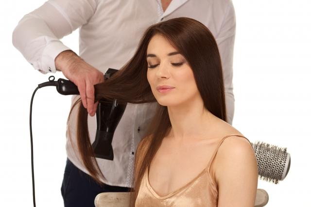 髪の毛の正しい乾かし方とドライヤーの使い方とは!【基礎編】