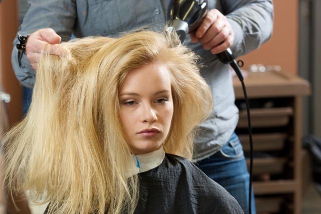 正しい髪の毛の乾かし方とは