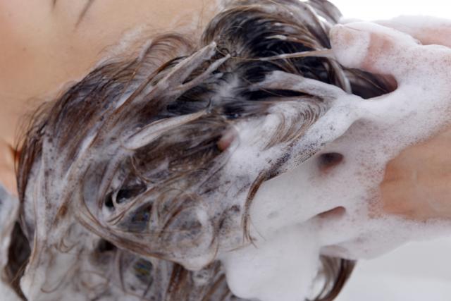 髪の毛の洗い方にも注意すること