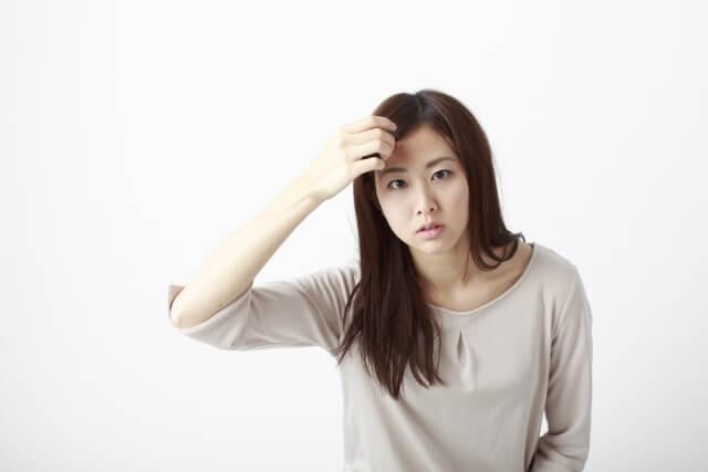 髪の毛が抜ける原因とは!髪の毛の基礎知識と脱毛の原因について