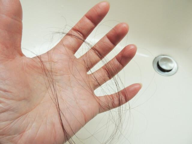 髪の毛が抜ける原因とは